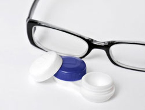 Eyeglasses Frames And Lenses : Contact Lenses Vs Eye glasses: Which one would you choose ...
