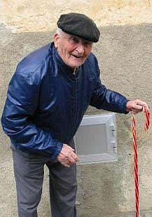 walking oldman 64
