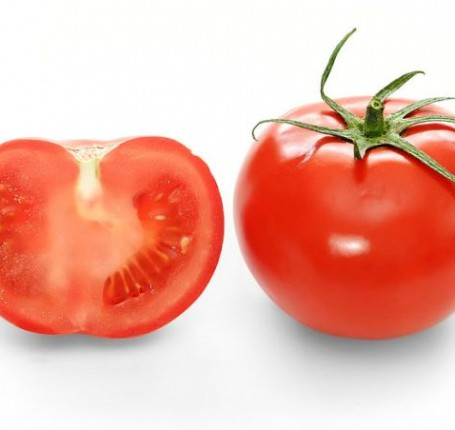 Bright_red_tomato_and_cross_section02