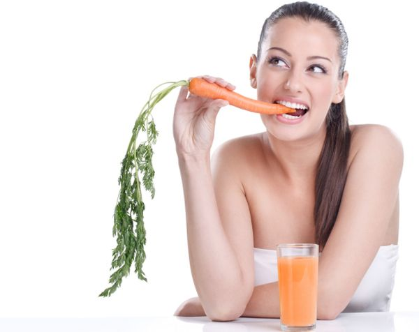 womaneatingcarrot