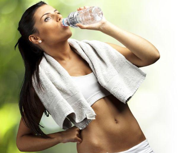 workout-girl-drinking-water