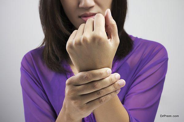 Acute pain in a women wrist