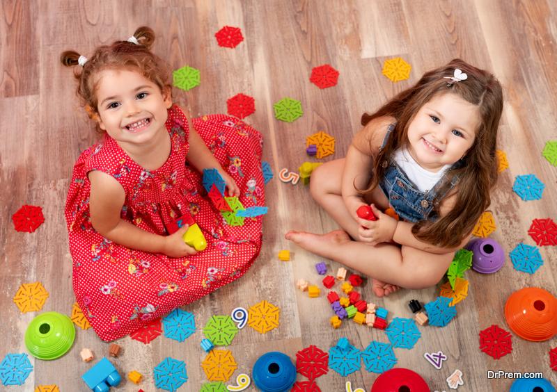 little-girls-Sharing-toys